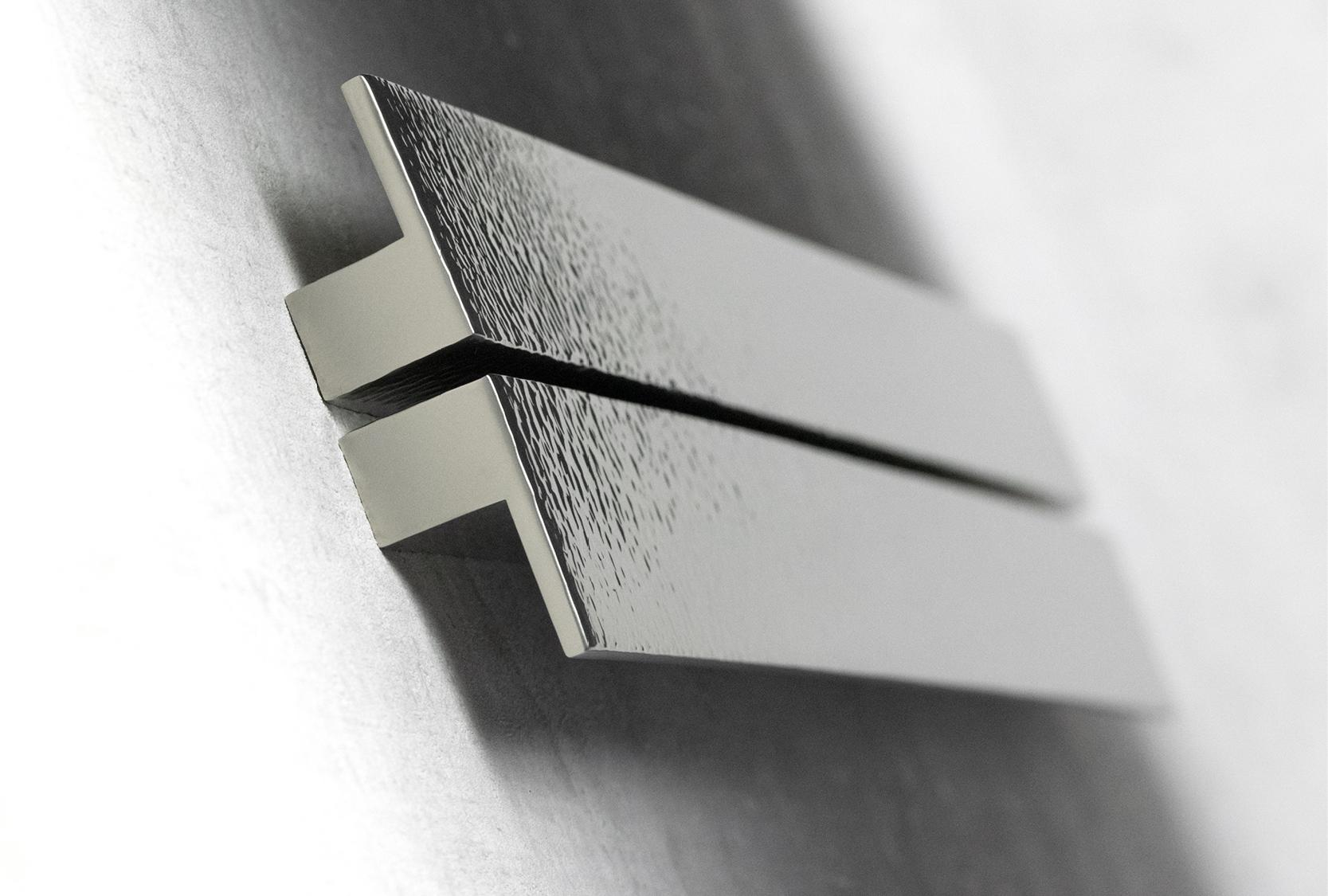 LEDGE SOLID HAMMERED PULL HANDLE
