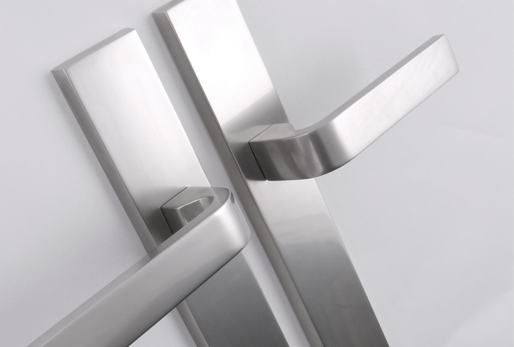 SKI solid DOOR LEVER ON BACK PLATE